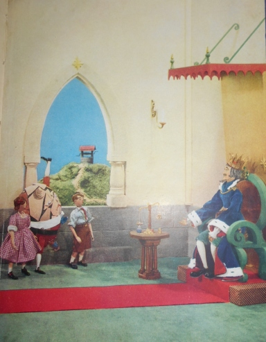 One of the colour plates featuring Belinda, Tod and Humpty meeting the king.