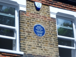 The plaque on Enid's house in Chaffinch Road