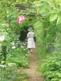 A tourist in the rose pergola