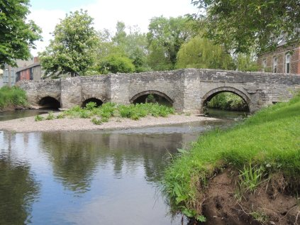 Clun bridge - four arches of different sizes.
