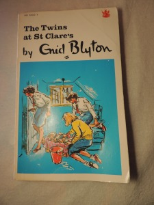 Front cover 1967 Dragon editon of The Twins of St Clare's.