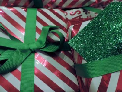 Read & green presents