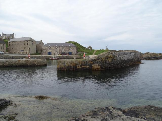 portsoy harbour and ruin